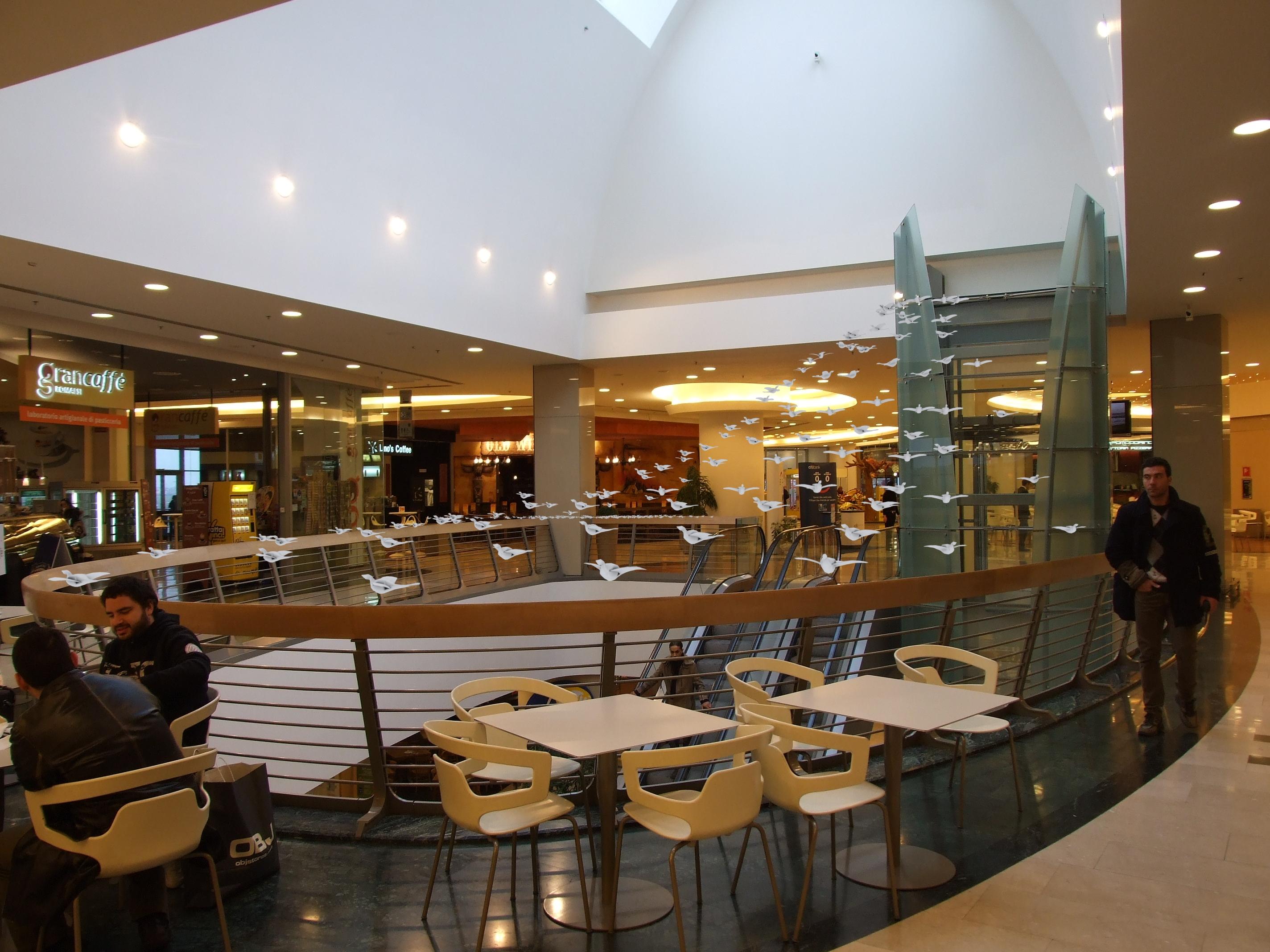 Tavoli mediaworld roma est centro commerciale for Centro convenienza arredi roma est