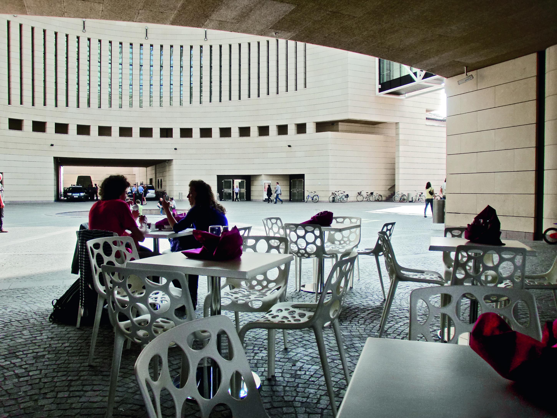 Calligaris le sedie parisienne per il mart for Calligaris udine