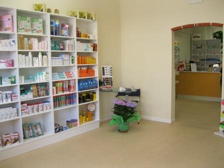 Arredamento farmacie effe90 arreda la prima farmacia for Clou arredi farmacie
