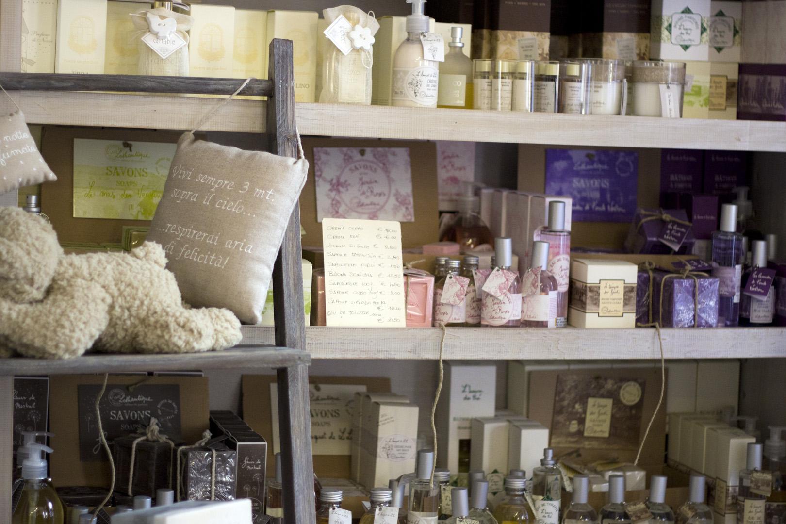 Arredamento provenzale un nuovo negozio on line per for Arredo casa on line