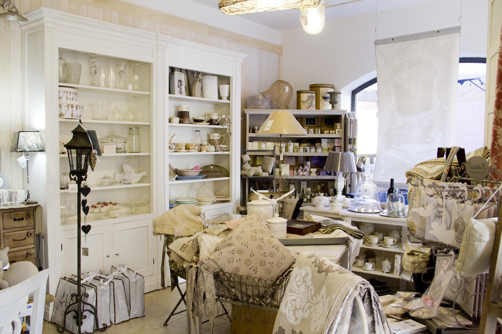 Arredamento provenzale un nuovo negozio on line per for Arredo on line casa