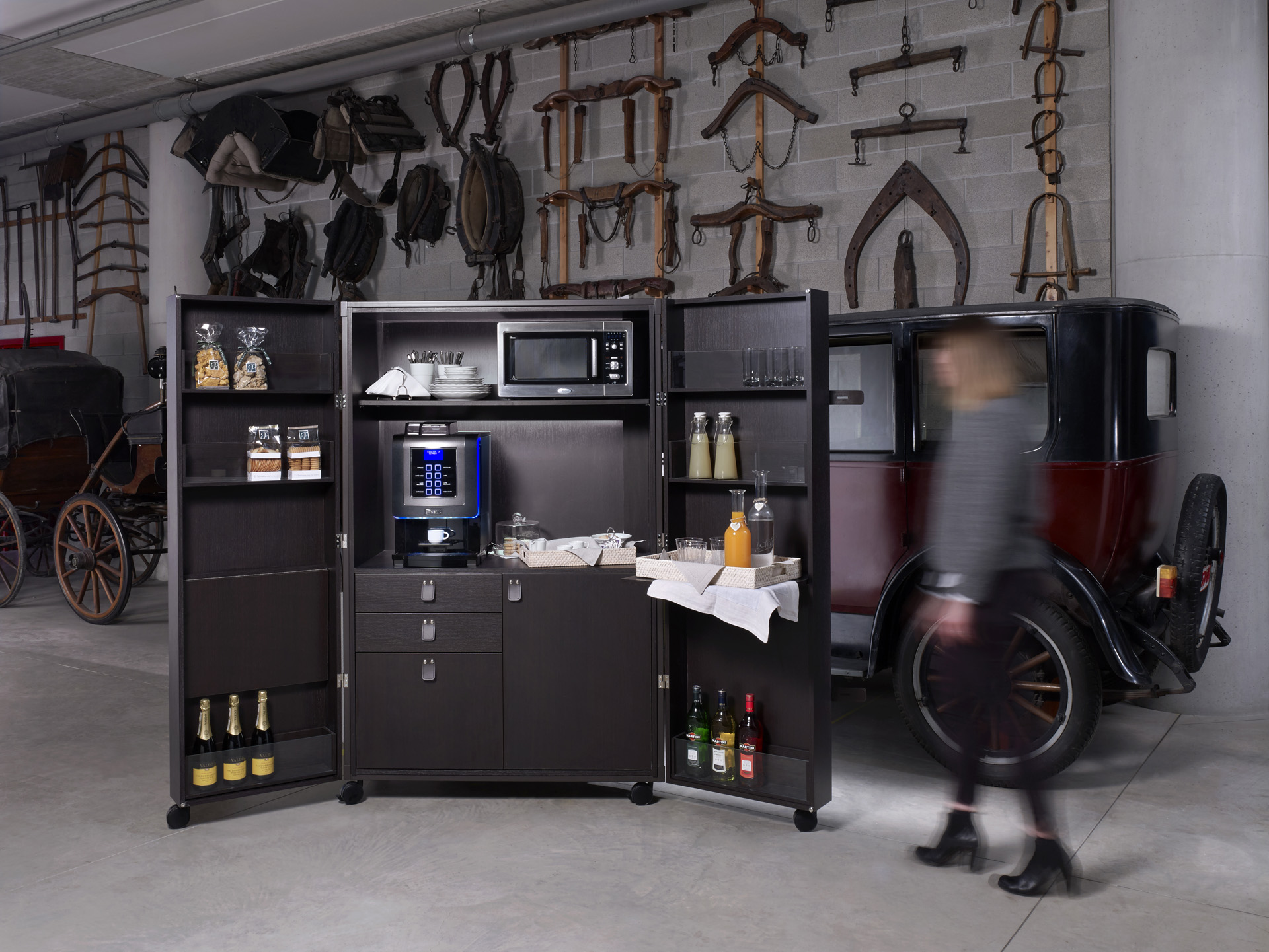 Tino sana presenta la nuova collezione grand tour for Arredamento garage